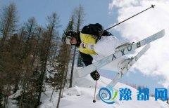 一女生滑雪意外身亡 因速度太快撞上树