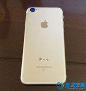 iPhone 7金色版真机照曝光 背部大白条十分显眼