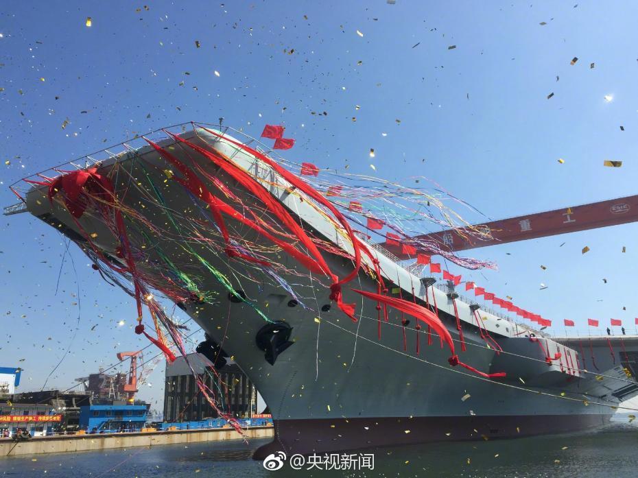 我国第二艘航空母舰下水仪式4月26日上午在中国船舶重工集团公司大连造船厂举行。中共中央政治局委员、中央军委副主席范长龙出席仪式并致辞。来源:央视新闻