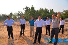 县委书记李振兴调研扶贫车间及九大基础设施建设情况
