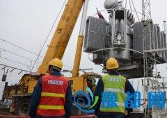 淅川县电业局组织多部门进行主变吊换开源增效