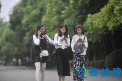 重庆3名女大学生为同学提供叫早服务走红