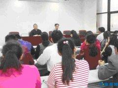 海河路办事处邀请鹤壁市朗诵协会主席樊青戈进行朗诵指导