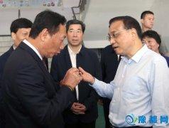 【中国政府网】李克强与郭台铭两次驻足谈了啥