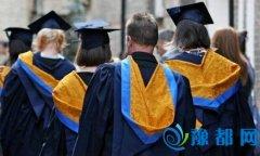 """英过半大学生担忧毕业前景?称""""回不了本"""""""