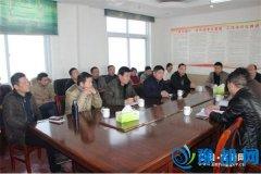 王孟镇组织镇村干部到舞阳县学习精准扶贫(图)