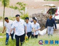 泌阳县人民法院扶贫工作队走访春水镇贫困户