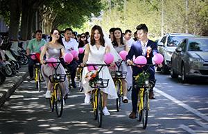 河南洛阳现最节俭新娘,主动要求新郎用共享单车迎亲