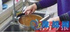 郑州部分居民家中自来水依旧浑浊 就像中药汤汁