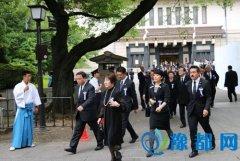 日本国会议员67人集体参拜靖国神社(图)