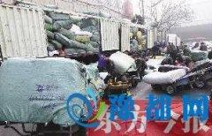 郑州银基商圈进入进货高峰期 附近道路严重拥堵