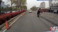 暖心! 救护车遭遇拥堵 郑州司机集体为生命让行