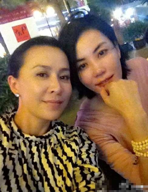 刘嘉玲镜头下,能看到最少见的王菲模样。