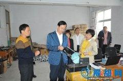 平舆县委副书记、县长赵峰检查高考考前准备工作