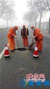 郑州市政人员雾霾中坚守岗位 专家建议发雾霾补贴