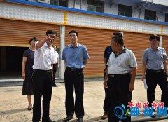 平舆县委书记张怀德就农贸市场升级改造工作现场办公