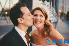 拍婚纱照放不开怎么办 拍婚纱照怎么笑好看