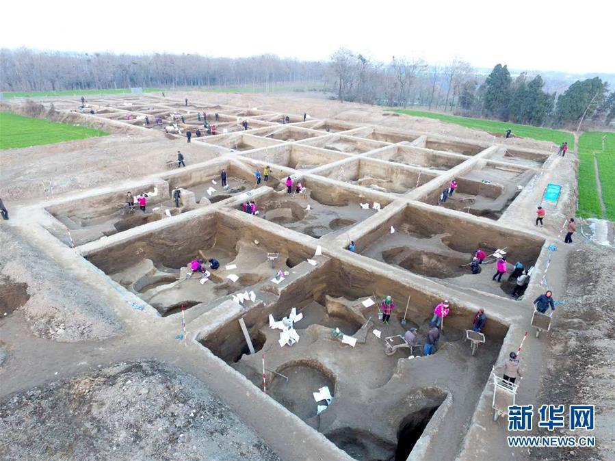 位于河南省新密市的新砦遗址发现于1979年,是一座规模宏大、拥有内外三重城壕的夏代早期都邑性质城址(资料照片)。新华社记者 冯大鹏 摄 图片来源:新华网