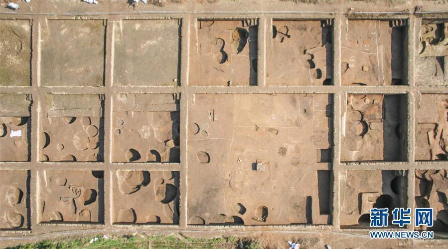 这是2016年12月航拍的河南新砦遗址考古发掘现场(资料照片)。新华社记者 冯大鹏 摄 图片来源:新华网
