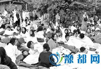 漯河游客回忆地震后第一夜 讲述地震发生瞬间