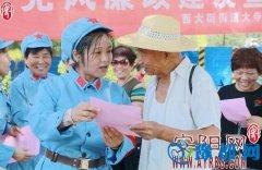 大寺前社区工作人员和社区文艺队开展党风廉政建设宣传