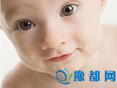 宝宝嘴巴周围起水泡当心口水疹
