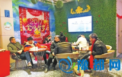"""春节郑州不少售楼部不""""打烊"""" 看房者外地人居多"""