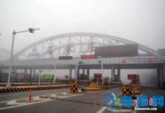 雾霾锁城:河北7地市限行 北京以南高速全部关闭