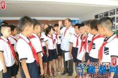 内黄县关工委邀请战斗老英雄为孩子们讲抗战故事