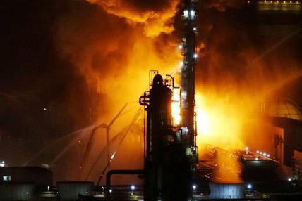 中石油大连石化分公司发生火灾 火光冲天