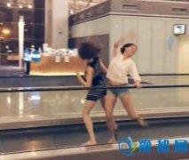飞机晚点 芭蕾舞团候机厅里表演即兴舞蹈