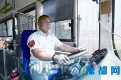 """郑州车长自学知识""""调教""""高能耗公交 一年为公司节约成本3万多"""