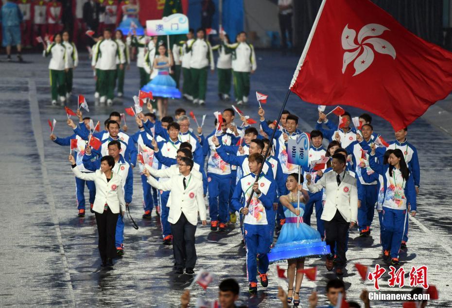 8月27日晚,第十三届全国运动会在天津开幕。图为香港代表团入场。中新社记者 毛建军 摄