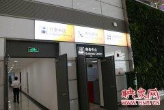 """新郑机场开展行李寄送服务 旅客可""""空手""""往返酒店与机场"""