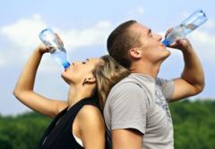 多喝清水 远离肾结石