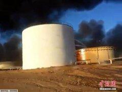 利比亚对立武装交战为争夺油港 造成人员伤亡(图)