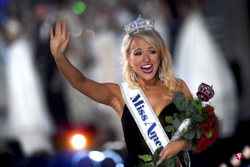 27岁的阿肯色州小姐席尔兹(Savvy Shields)赢得2017美国小姐的后冠。(法新社)