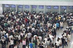端午假期首日 石家庄火车站爆满