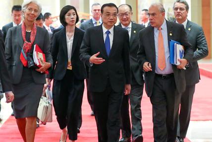 """李克强同主要国际经济金融机构负责人举行""""1+6""""圆桌对话会"""