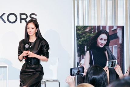 杨幂帅气黑色皮裙惊艳亮相 时尚影响力受国际认可