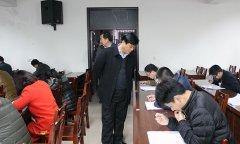 """县委办举行""""学党章党规、学系列讲话,做合格党员""""理论测试"""