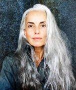 61岁,2个孙子的她,却是最美的法国玫瑰!