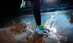 下雨天当心湿鞋捂出皮肤病