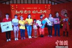 一对袖珍人老师在郑州完婚:以感恩之心回馈特殊教育