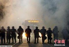 连续三晚骚乱 美北卡州夏洛特市宣布实施宵禁