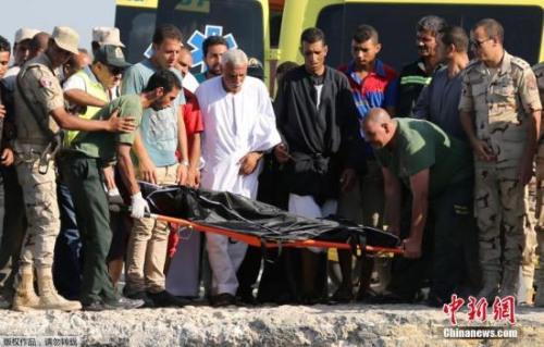 据报道,这艘载有约600人的非法移民船于21日在埃及布海拉省拉希德地区附近的地中海海域沉没。此前据媒体报道,这艘非法移民船从埃及地中海海岸的一个村庄出发,其目的地可能是意大利。