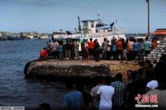 外媒:地中海难民船翻沉事故已经导致148人遇难