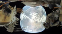 俄宇航员太空漫步7小时 拍下首个地球全景视频