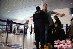 """10月8日起郑州东站对赴京旅客实行""""二次安检"""" 提醒:需提前1小时候车"""