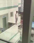 22岁男子当父母面跳楼身亡 疑患抑郁症